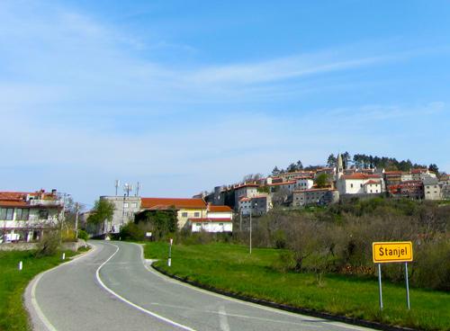 normale weg in Slovenië; bron Mijn Slovenië