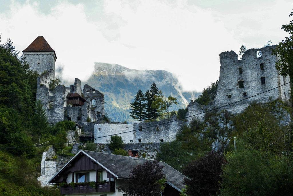 kasteel karavanken ruine erfgoed reizen vakantie