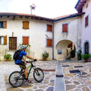 fietsen in Brda in Slovenie; foto U. Svigelj / bron Visit Good Place