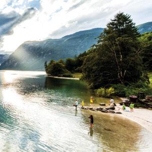 zwemmen in Bohinj, de grootste meer van Slovenië; bron Turizem Bohinj