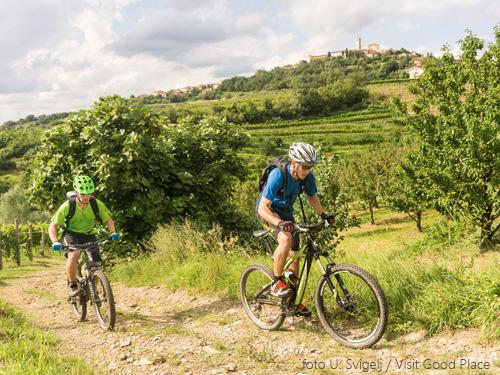 fietsen in Slovenië op gravel weg; bron U. Svigelj / Visit Good Place