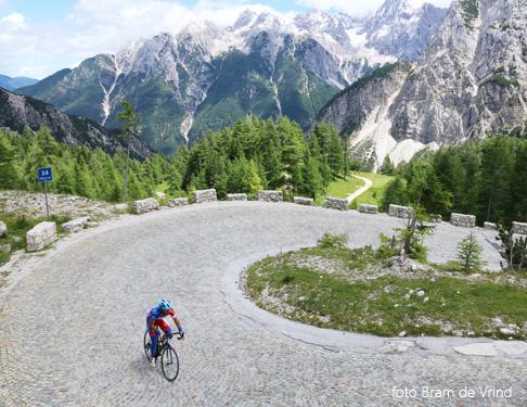 fietsen in de bergen van Slovenië; bron Bram de Vrind