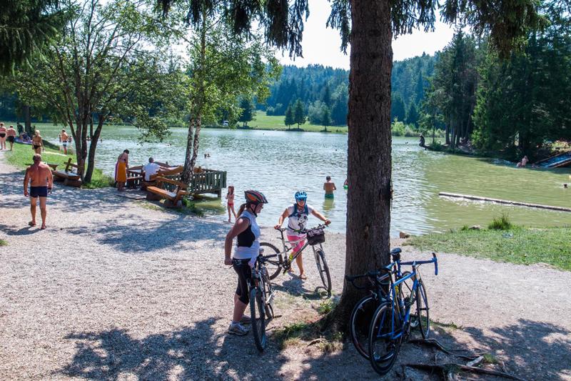 fietsen, bled lake, bron M. Koghee, MijnSlovenie