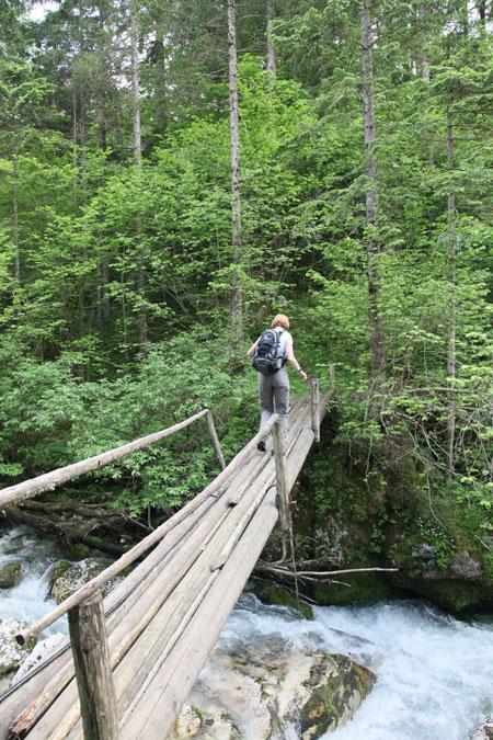rivier, wandelen, brugge, bron MijnSlovenie