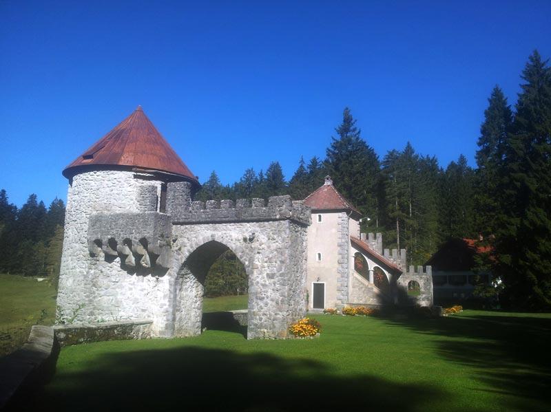 kasteelpoort masun, bron evadinarica, mijnslovenie