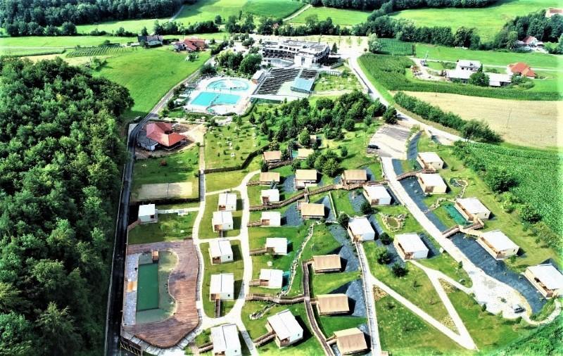 Overzicht glamping terrein Bioterme Slovenie