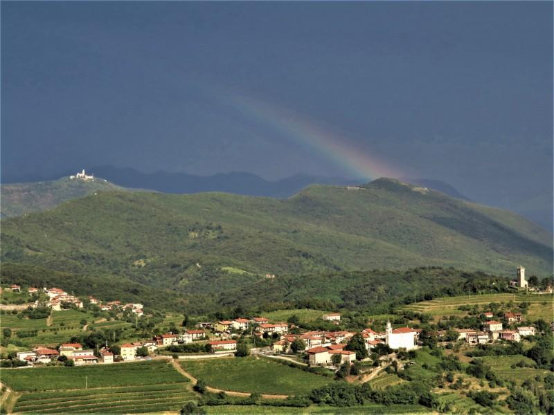 Wandelvakantie Slovenie Brda Wijngaarden (4) rainbow