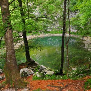 wilde meer bij Idrija in Geopark