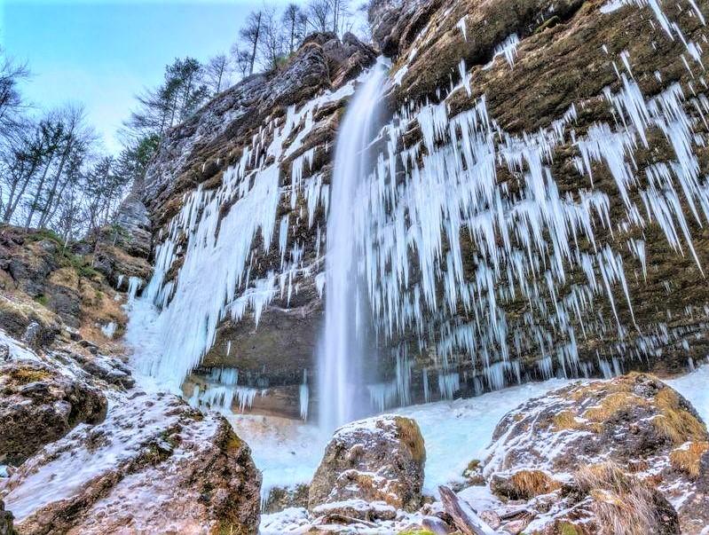 ijswaterval Peričnik in winter Julische Alpen Slovenie