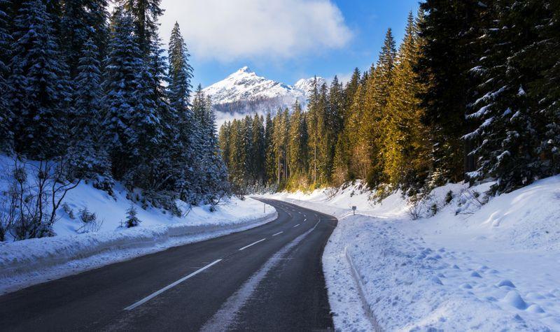 sneeuw wegen in winter Slovenie