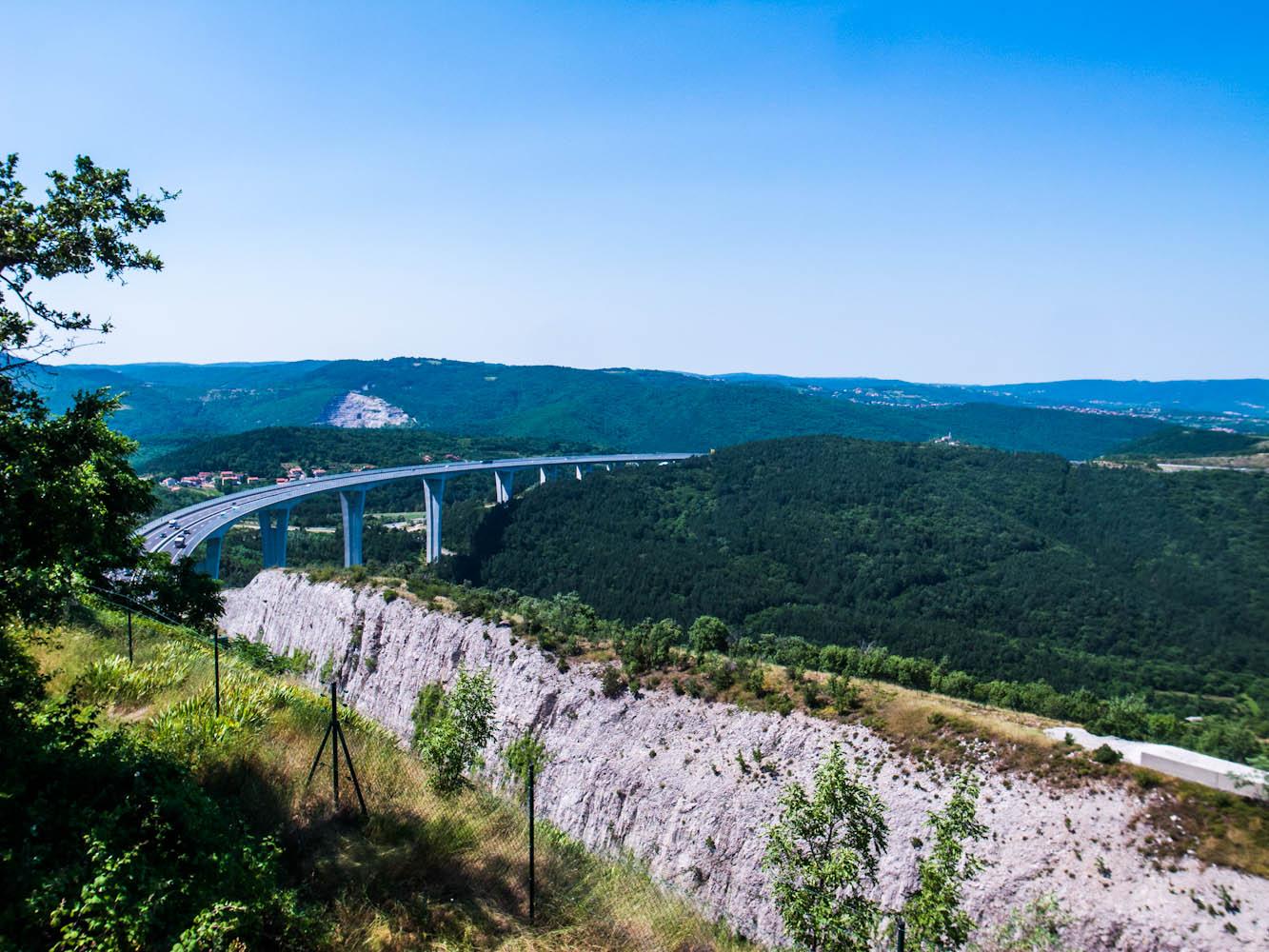 viaducht autovakantie slovenië snelweg