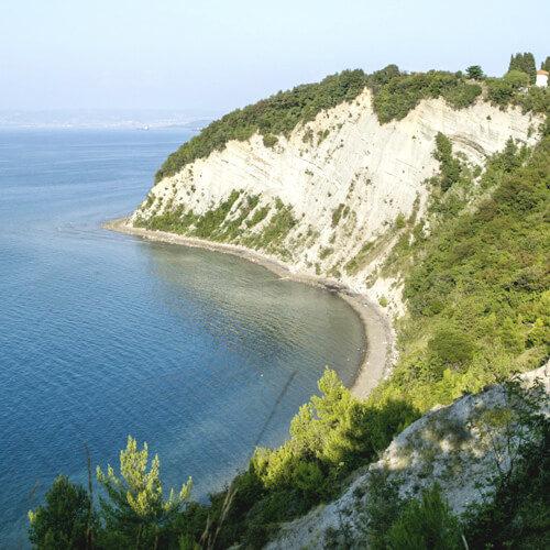 natuurlijk strand van Maan baai aan Sloveense kust; bron Mark Koghee