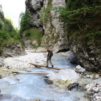 wandelen, rivier, bron H. Vroon